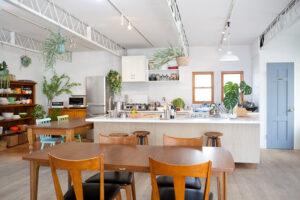 アイランドキッチン、広いキッチンとダイニング、関東都内の自然光スタジオ、世田谷区、二子玉川