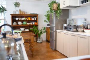 広いキッチンとダイニング、関東都内の自然光スタジオ、世田谷区、二子玉川
