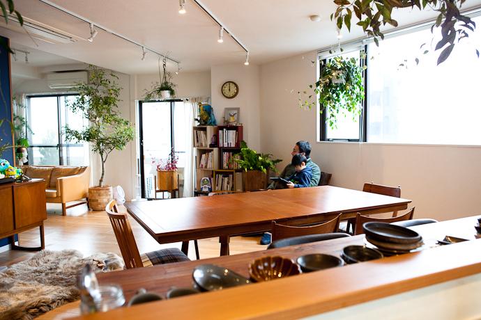 ダイニング、カウンター、キッチンと生活感、植物、マンションスタジオ、関東都内の自然光スタジオ、世田谷区、眺望良好、エグゼクティブ