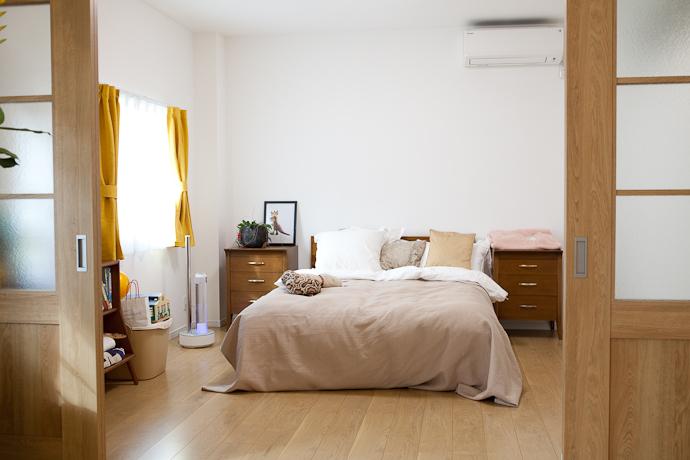寝室、ダブルベッド、関東都内、自然光スタジオ、キッチン、アイランドキッチン、バルコニー、テラス